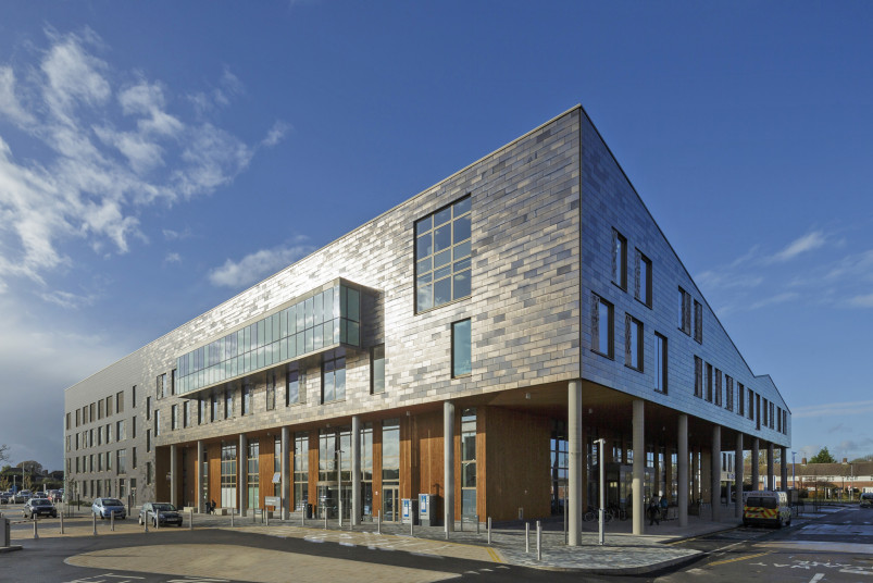 Projects Health New QEII Hospital courtyard Penoyre and Prasad