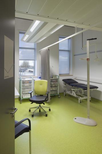 Sir Ludwig Guttmann Health & Wellbeing Centre - Penoyre & Prasad